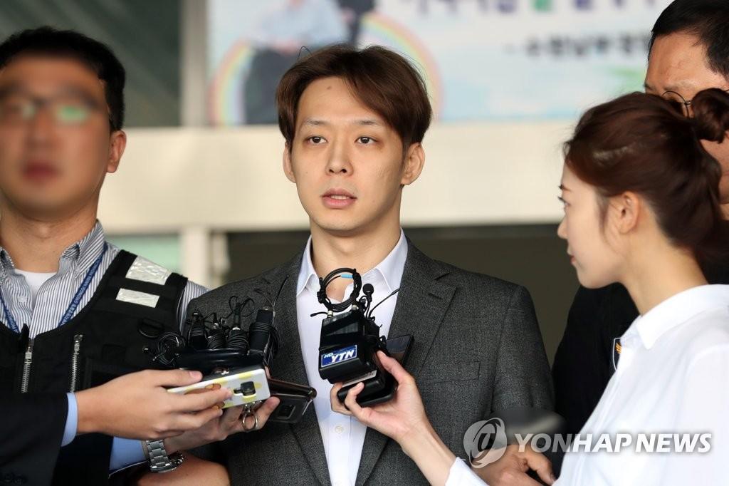 详讯:朴有天吸毒一审获刑10个月缓刑2年