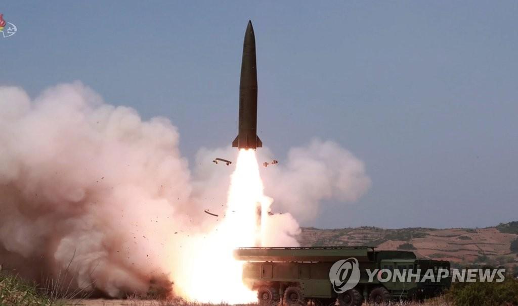 图为朝鲜电视公开的火力打击训练现场。图片仅限韩国国内使用,严禁转载复制。(韩联社/朝鲜中央电视台)