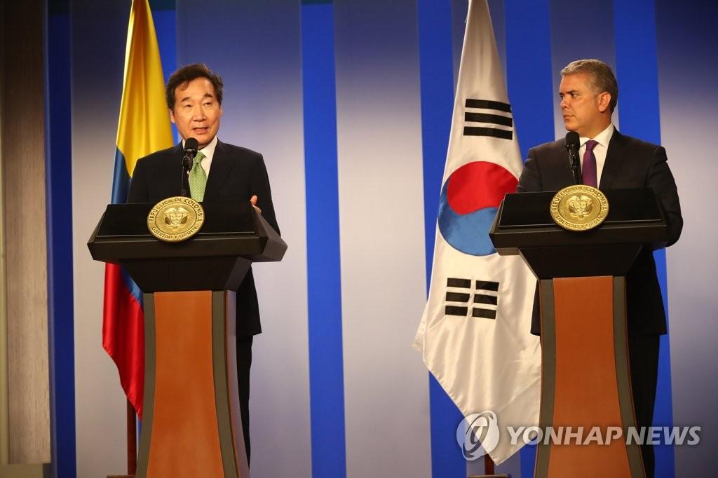 韩总理李洛渊同哥伦比亚总统杜克举行会谈
