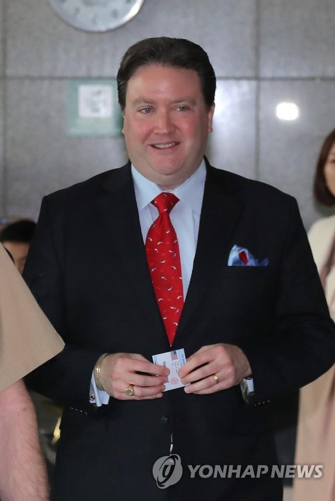 美高官:望韩国撤销韩日军情协定终止决定