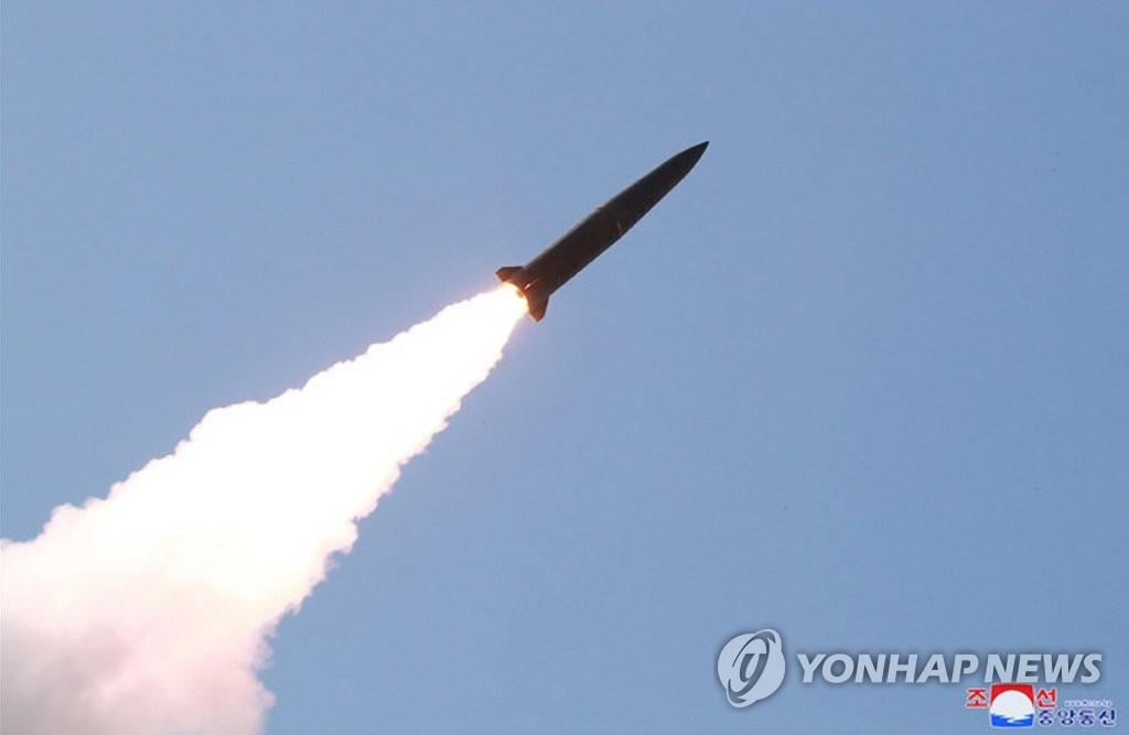 据朝中社报道,9日在金正恩的指导下朝鲜人民军前沿和西部战线防御部队进行火力打击训练。图为训练现场。图片仅限韩国国内使用,严禁转载复制。(韩联社/朝中社)