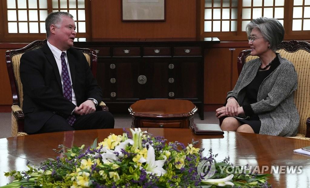 韩外长吁美方克制有可能限制双边交流的措施