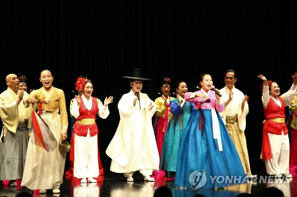 资料图片:驻日韩国文化院成立40周年纪念演出(韩联社)