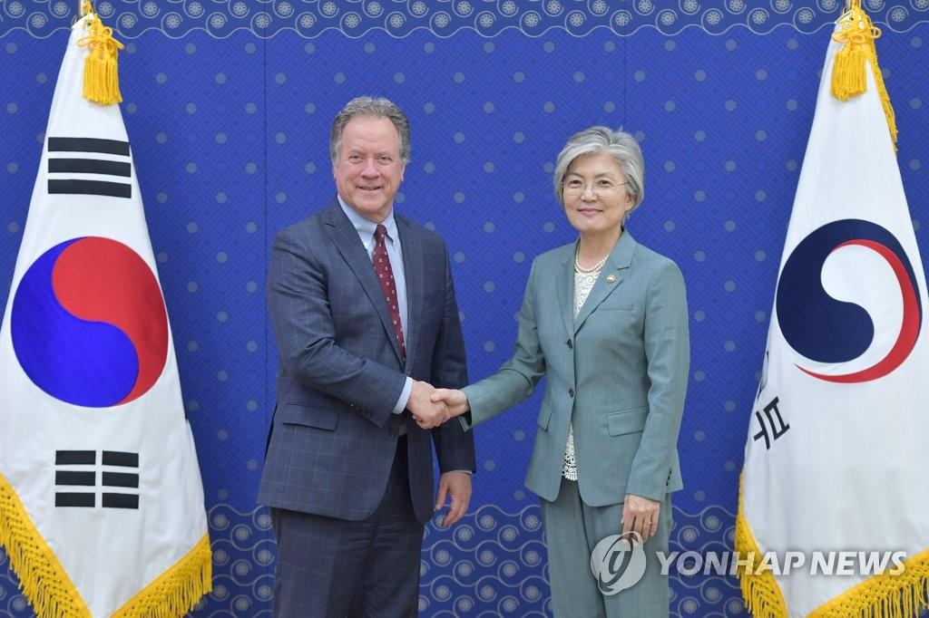 韩外长同世粮署掌门讨论朝鲜粮食问题