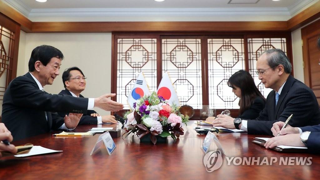 韩行政部长官会见日本驻韩大使