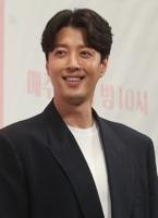 演员李东健
