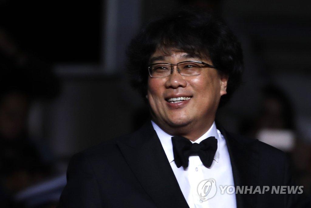 奉俊昊在戛纳电影节。(韩联社/欧新社)