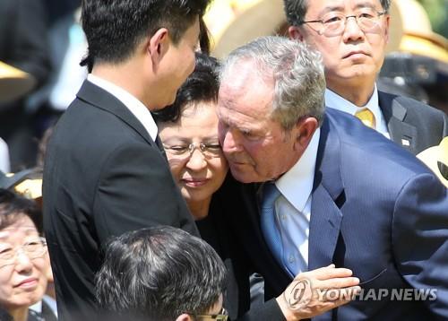 详讯:卢武铉逝世十周年纪念活动在家乡峰下村举行