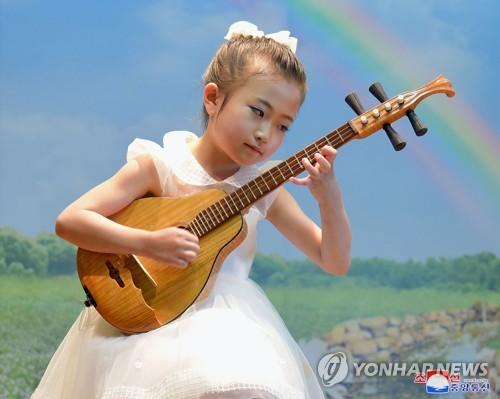 朝鲜儿童乐器演奏