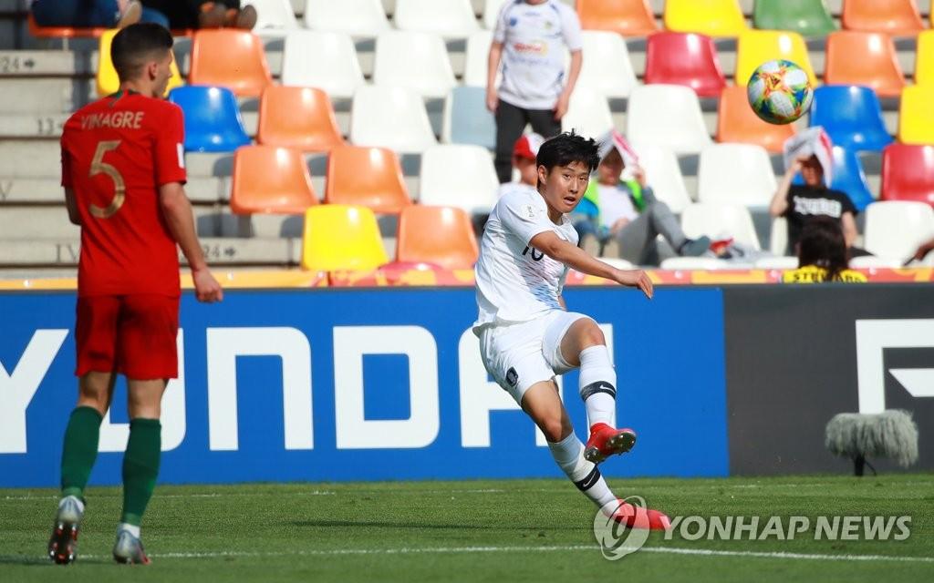 U20世青赛韩国小将李康仁传球