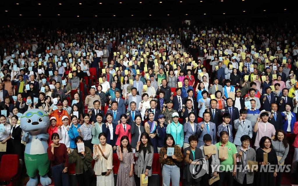 光州世游赛志愿者 韩联社