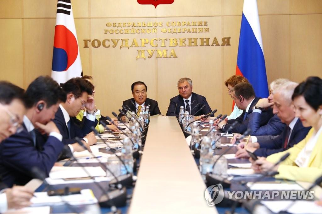 资料图片:当地时间5月28日,第一届韩俄国会高级别合作委员会会议在莫斯科举行。图为会议现场。(韩联社/韩国国会议长室供图)