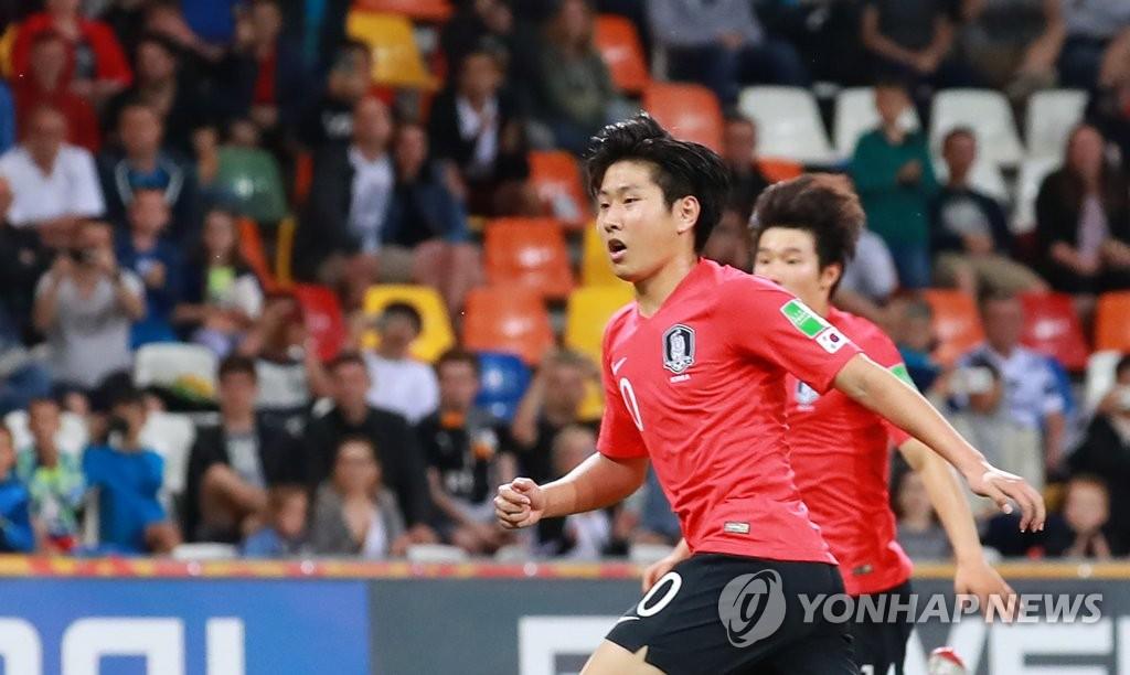 当地时间6月8日,在波兰别尔斯科-比亚瓦体育场,韩国队球员李康仁在比赛中。(韩联社)