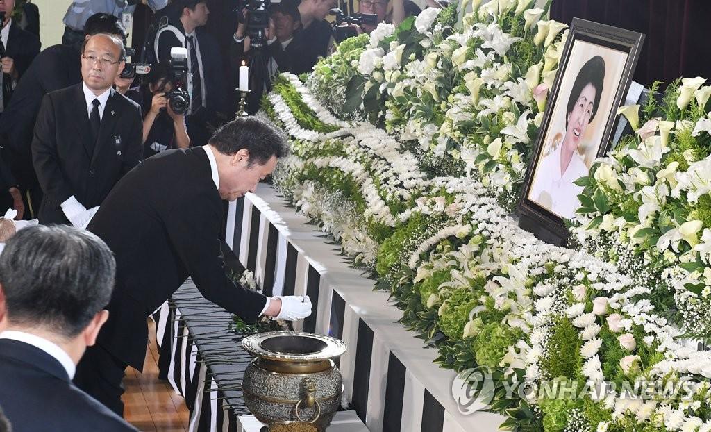 韩总理出席李姬镐追悼会