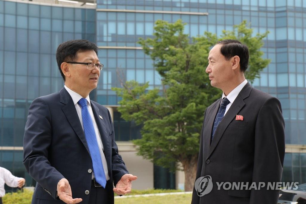 韩朝联办负责人见面