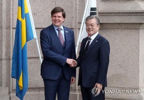 文在寅会见瑞典议长