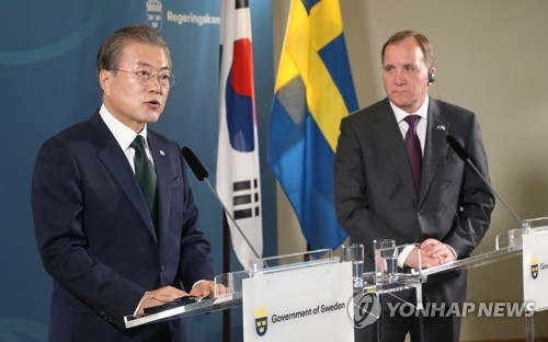 文在寅与瑞典首相共同会见记者