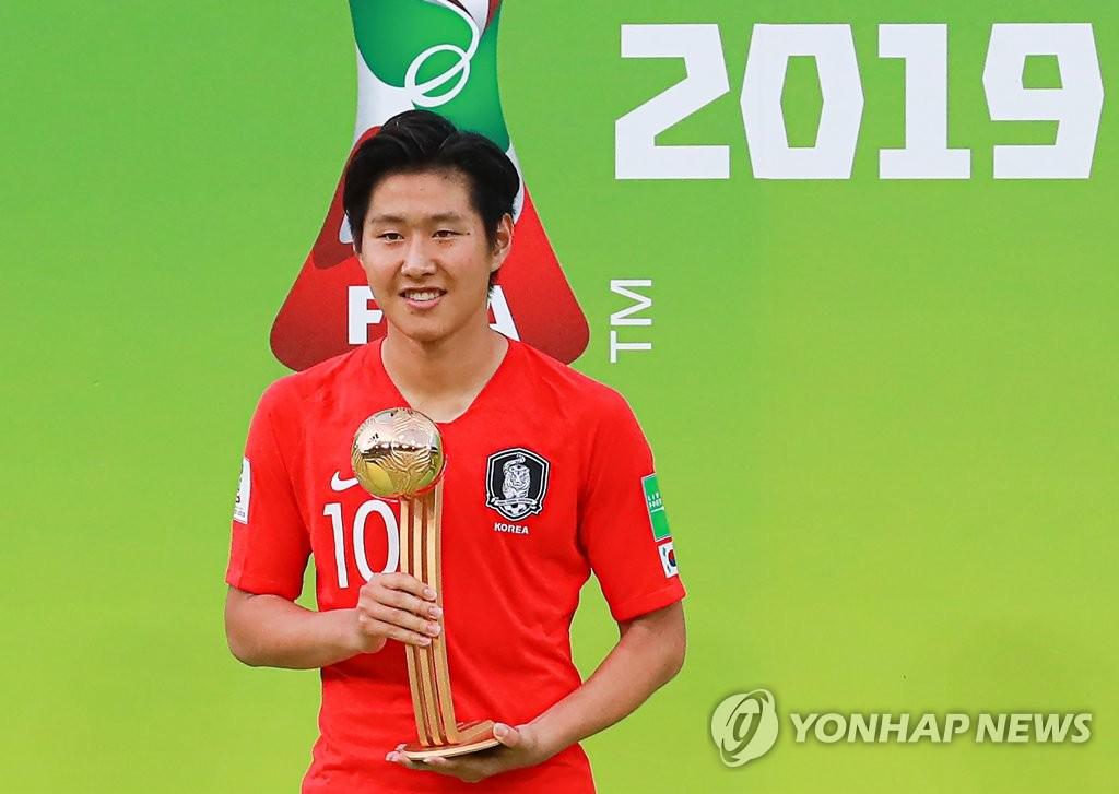 韩国国脚李康仁荣获U20世界杯金球奖