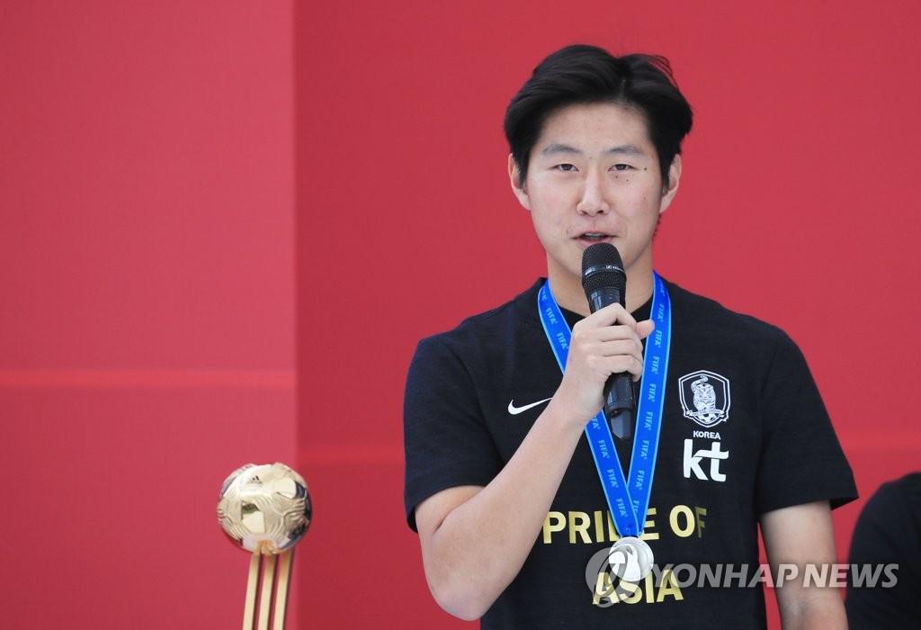 李康仁在活动上发言。 韩联社
