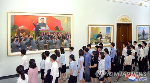 朝鲜办画展缅怀金正日