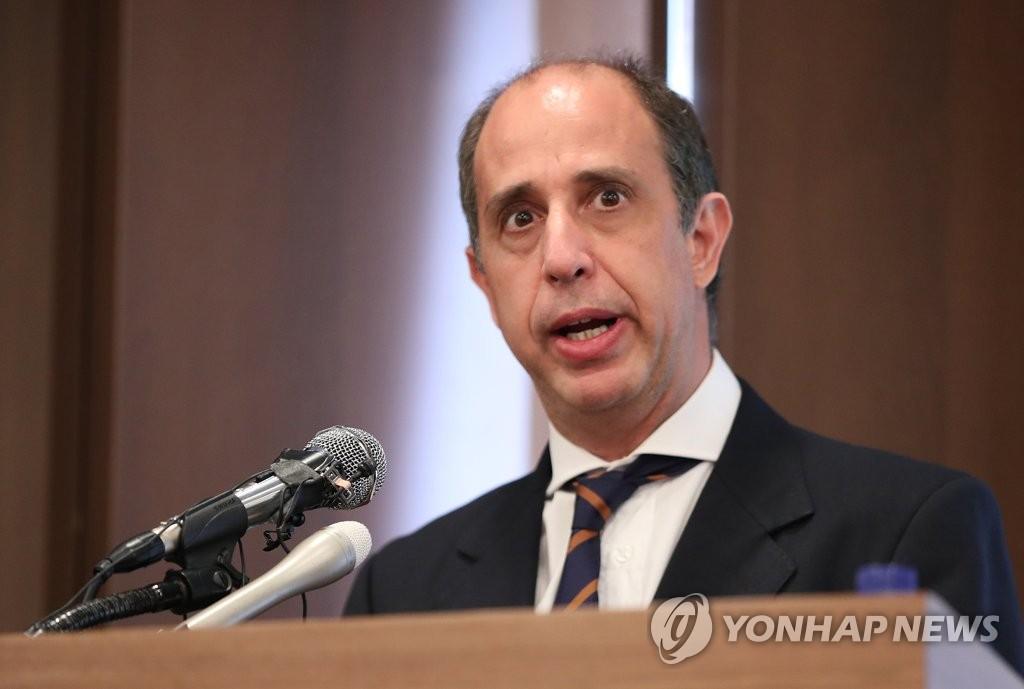 6月21日,在首尔中区韩国新闻中心,联合国朝鲜人权状况特别报告员金塔纳在记者会上讲话。 韩联社