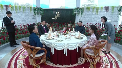 朝中领导人共进午餐