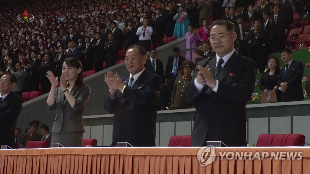 资料图片:金与正(左一)和金英哲(左二) 韩联社/朝鲜中央电视台(图片仅限韩国国内使用,严禁转载复制)