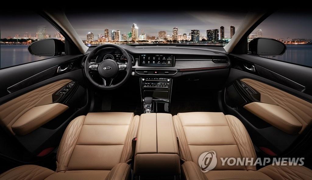 起亚K7 PREMIER于24日正式上市。图为该车内景图。 韩联社/起亚汽车供图(图片禁止转载复制)