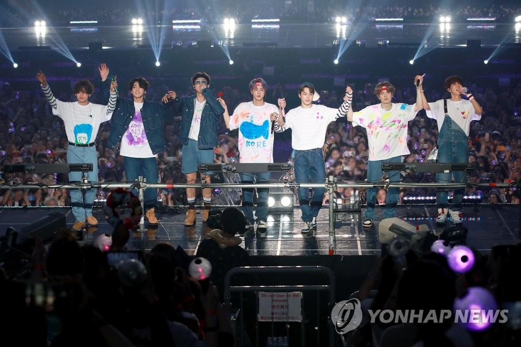 资料图片:6月22-23日,防弹少年团在首尔举行第五次全球粉丝见面会MAGIC SHOP。 韩联社/Big Hit娱乐供图(图片严禁转载复制)