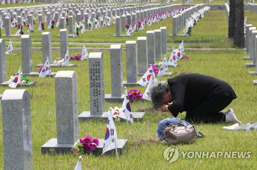 拜祭韩战烈士