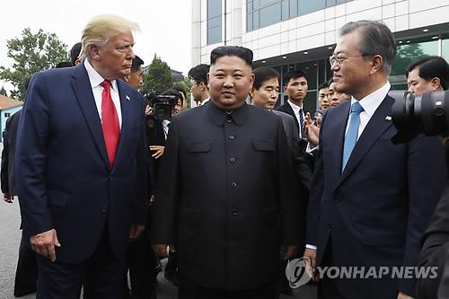 简讯:文在寅高度评价朝美领导人板门店会晤