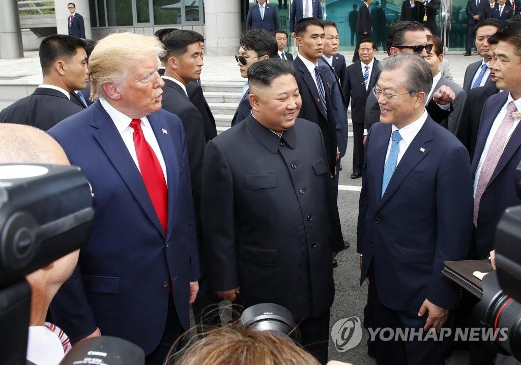 左起依次为特朗普、金正恩、文在寅。 韩联社