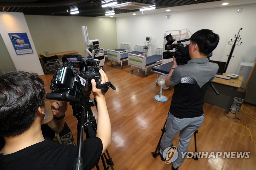 光州世游赛运动员村的医疗中心 韩联社