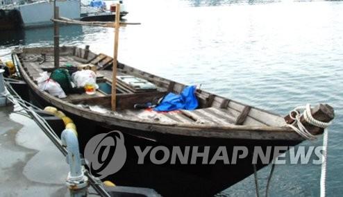 韩联参:东海岸发现朝鲜小型木船