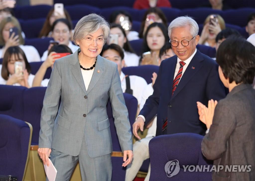 韩外长出席韩中友好考察团成立仪式
