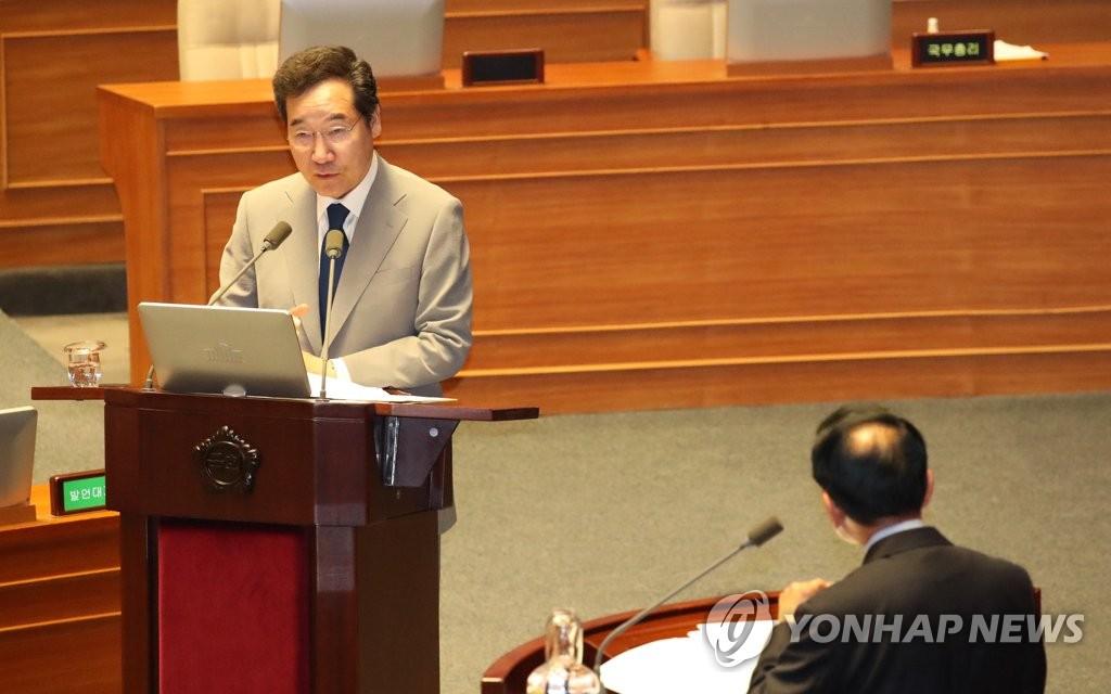 7月9日下午,在国会政治外交安全统一领域问政会上,李洛渊答复共同民主党籍议员沈载权提出的问题。 韩联社