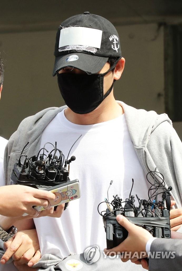 姜志焕离开警署赴法院