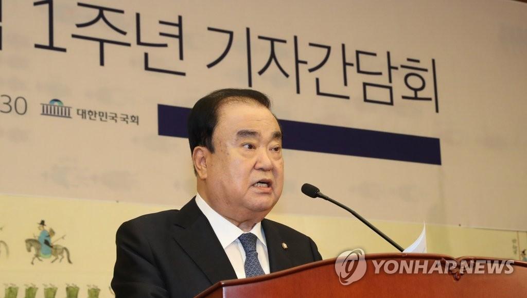 7月12日,在国会大楼,文喜相举行就职一周年记者会。 韩联社