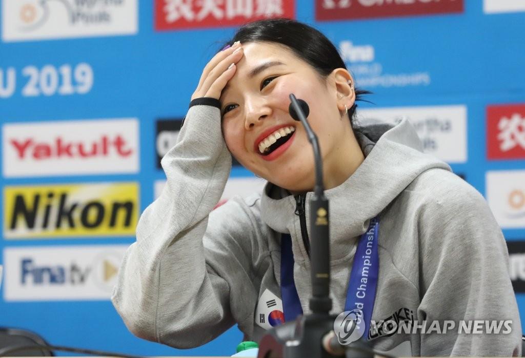 韩国跳水新星金守志:世游赛摘铜贺信塞满手机