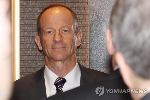 韩青瓦台高官会见美国务院助卿