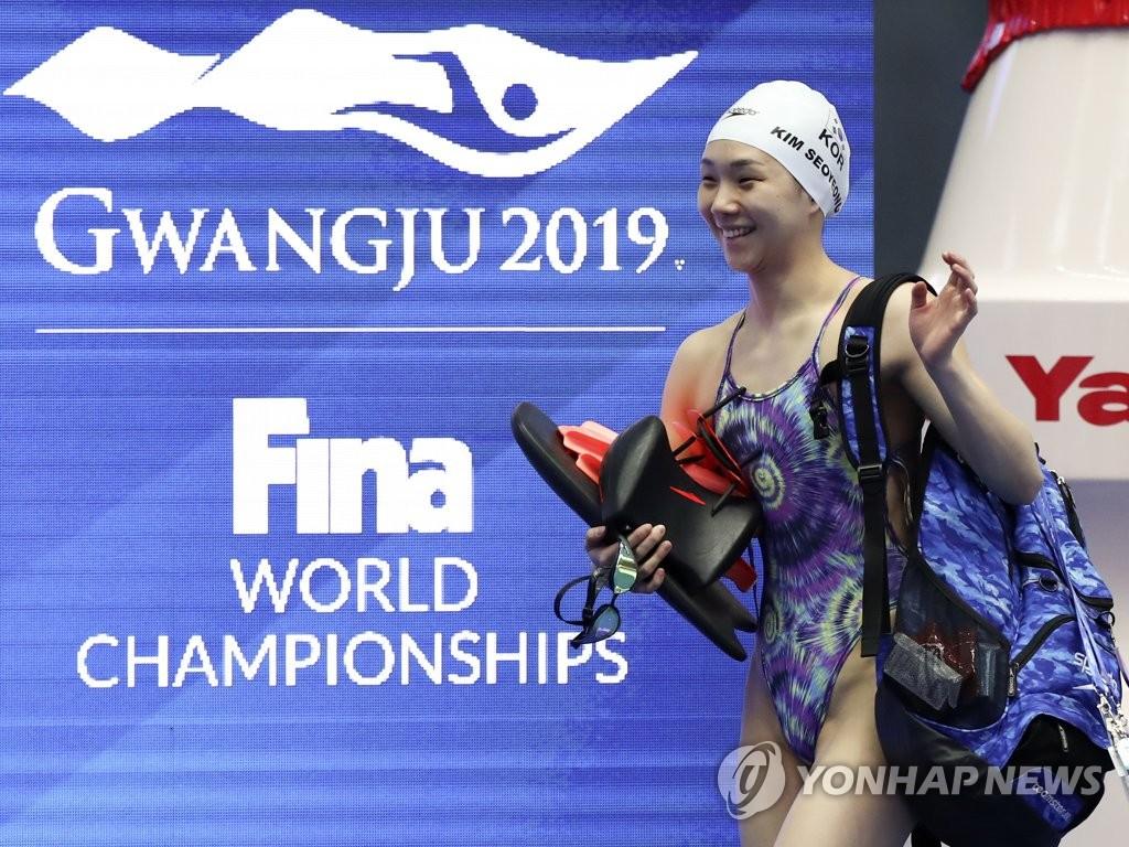 光州世游赛:韩国游泳队进行首次适应性训练
