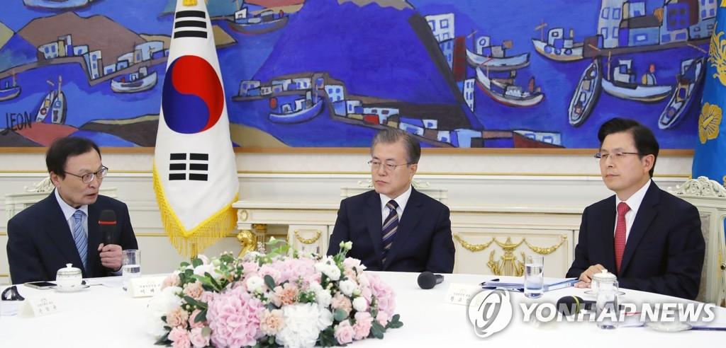 李海瓒(左一)发言。 韩联社