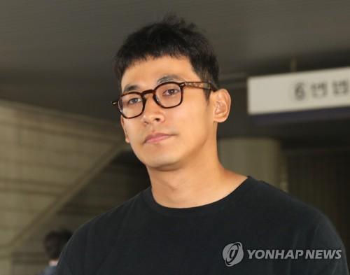 郑锡元出庭受审