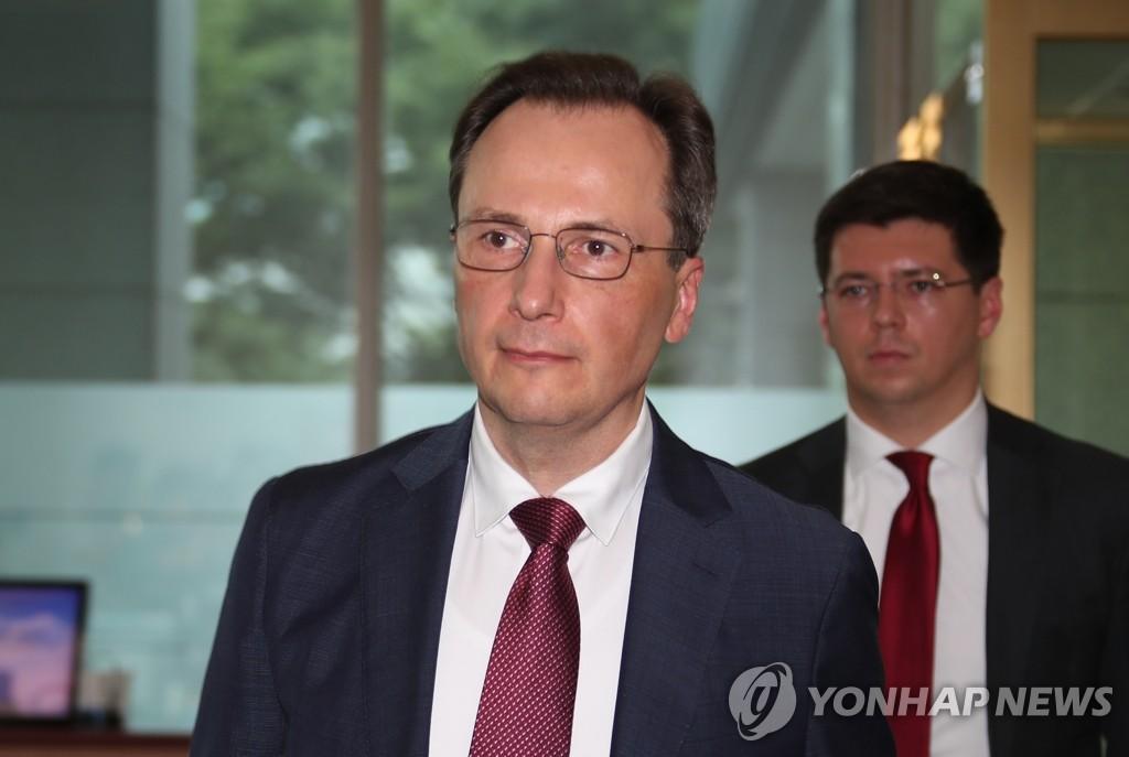 7月23日下午,俄罗斯驻韩使馆临时代办马克西姆·沃尔科夫抵达韩国外交部。 韩联社