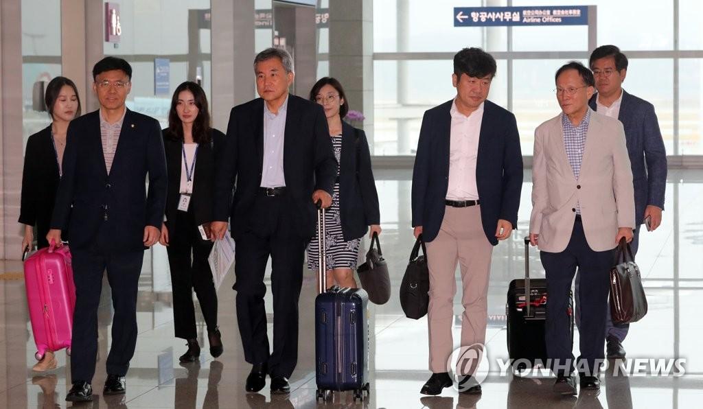 资料图片:韩国国会代表团启程赴美。 韩联社