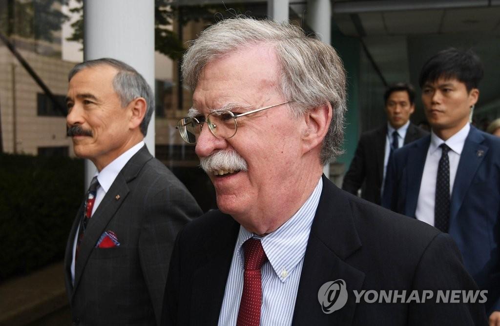 资料图片:博尔顿(中) 韩联社