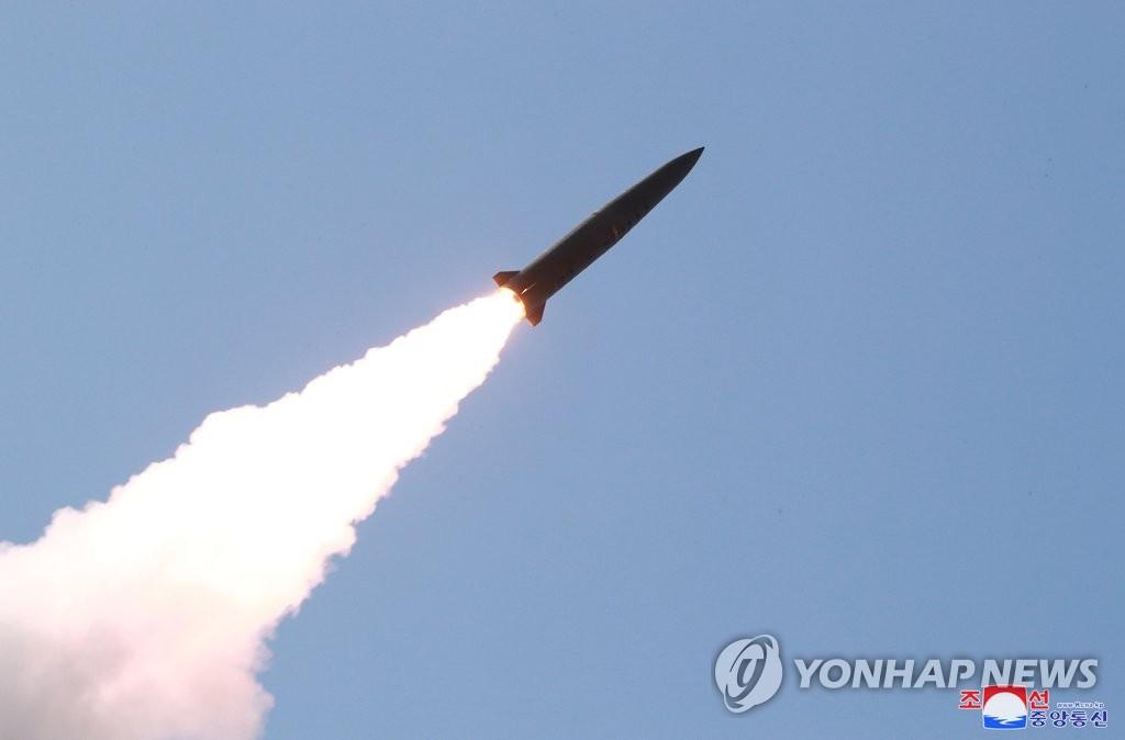 详讯:朝媒称金正恩指导发射新型战术制导武器