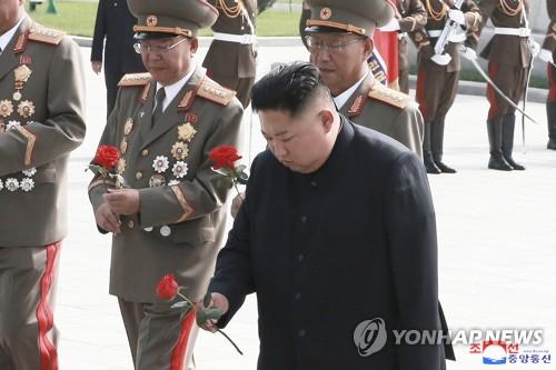 金正恩于韩战停战协定签订日参谒烈士墓