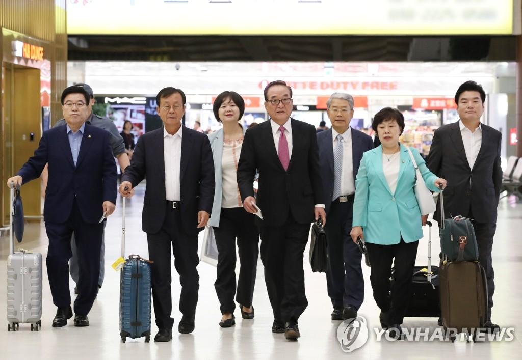 韩国议员代表团访日寻求化解贸易摩擦
