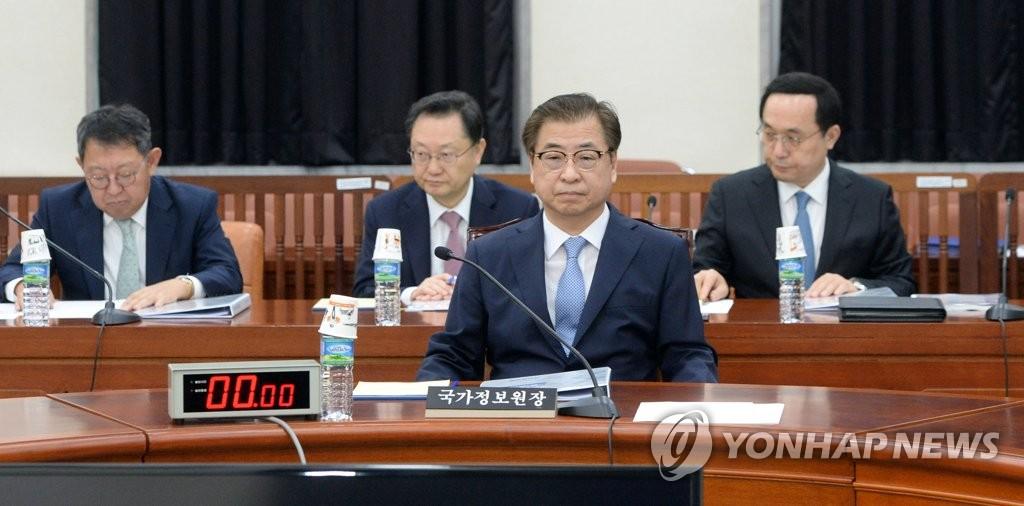 8月1日,在国会,国情院院长徐薰(前排)出席情委会全体会议。 韩联社